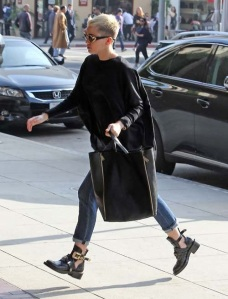 38b5e-miley-cyrus-black-balenciaga-ceinture-high-derby-cutout-boot-shoes-celine-bag-gianni-versace-s65-16l-front-vintage-sunglasses-upscalehype-4